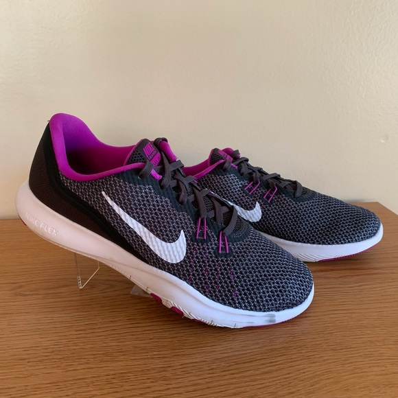 Nike Shoes - Nike Flex Trainer